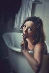 Elisa Zanotto (elparison) Tags: zanotto bath vasca nude smoke sigaretta blu eyes occhi model beauty beautiful pretty portrait
