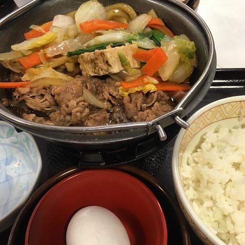 牛すき鍋定食 ご飯なしが頼めたらベスト