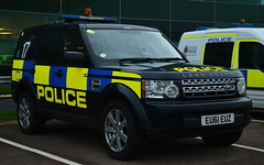 Essex Police | Land Rover Discovery | Armed Response Vehicle | #17 | EU61 EUZ (Chris' 999 Pics) Tags: essex police arv armed response vehicle fsu force support unit firearms weapons rpu roads policing traffic irv incident stansted airport law enforcement 999 112 land rover discovery 4x4 eu61euz