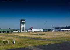 Lorraine Airport (Graffyc Foto) Tags: de airport foto tour parking panasonic nancy arrival lorraine metz avion controle piste twr arrivee tz10 lfjl graffyc