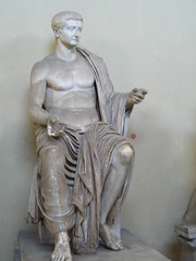 V museum 291 (alison.fisher85) Tags: italy sculpture vatican art museum 2007 ancientroman