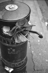 analog Woche 48: walking through dublin (photo79.de - Sebastian Petermann) Tags: ireland dublin analog umbrella junk irland eire bin rubbish analogue waste useless outofbusiness regenschirm filmphotography thrownaway selfdevelopment bailethacliath 52weeks einfarbig filmisnotdead realphotographers filmisalive photo79 52wochen photographersonflickr sebastianpetermann photographersontumblr 52wochenanalog 52weeksanalogshooting