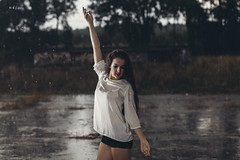 Rainy day (maikel_nai) Tags: girl model rain brunette n4i n4ies reflections shorts canon5d 85mm rainyday 2016 redlips darkeyes pools puddles2016doshermanasjaviervelajesicalpezbajolalluviacalentadorescamisablancacamisetablancachaquetavaquerademinflashgrafittislabiosrojoslluviamaquillajecorridoparaguassesinshortstrasparenciasvaquerosvestidoamarillosev