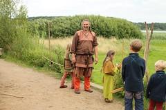 238 Haithabu WHH 17-07-2016 (Kai-Erik) Tags: geo:lat=5449026637 geo:lon=956608068 geotagged haithabu hedeby heddeby heiabr heithabyr heidiba siedlung frhmittelalterlichestadt stadt wikingerzeit wikinger vikinger vikings viking vikingr huser vikingehuse vikingetidshusene museum archologie archaeology arkologi arkeologi whh wmh haddebyernoor handelsmetropole museumsfreiflche wall stadtwall danewerk danevirke danwirchi oldenburg schleswigholstein slesvigholsten slesvigland deutschland tyskland germany 8sommermarkt hndler handwerk handwerker markt wikingermarkt marktgeschehen 17072016 17juli2016 17thjuly2016 07172016 httpwwwhaithabutagebuchde httpwwwschlossgottorfdehaithabu