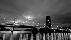rive en noir (Staufen39) Tags: wide fuji brücke main monochrome bnw schwarz westhafen frankfurt mainufer