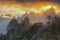 _V3A7164-Edit (kiahng) Tags: huangshan sunrise autumn 黄山 秋天日出 黄山日出 云彩 云海 安徽