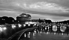 en una noche estrellada  EXPLORE (RalRuiz) Tags: italy rome roma rio italia cielo tiber tevere nubes contraste estrella castellodesantangelo