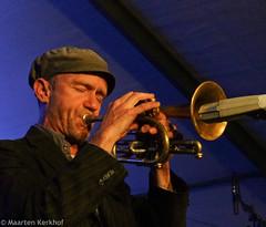Zomerjazzfietstour 2015 Black Flower - Garnwerd tent (5 van 6) (Maarten Kerkhof) Tags: cornet blackflower jonbirdsong garnwerdtent zjft29 zomerjazzfietstour2015
