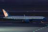 AIR FORCE TWO (Thomas Ranner) Tags: vienna wien usa night airplane austria österreich nightshot aircraft boeing airforce johnkerry panning usaf vie usairforce schwechat statevisit loww viennaairport c32a 990004