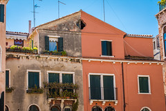 New and clean vs old with flowers (Frank Lammel) Tags: city venice italy house beautiful venezia venedig 2015 d7200 nikond7200