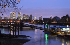 Canary Wharf, from Wapping (flashart) Tags: london thames river wharf canary
