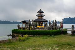 IMGP2343 (vivosi8) Tags: bali indonesia island temple pentax ile k5 dieux beratan indonsie puraulundanuberatan
