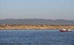 "Trajet en bateau sur le fleuve Irrawaddy (de Mandalay à Bagan) <a style=""margin-left:10px; font-size:0.8em;"" href=""http://www.flickr.com/photos/127723101@N04/23243794026/"" target=""_blank"">@flickr</a>"