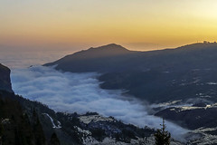 Duoyishu - Yuanyang - Yunnan - China (wietsej) Tags: duoyishu yuanyang yunnan china mist fog rice terraces sunrice sony a3000 zeiss sel1670z 1670 wietse jongsma wietsejongsma