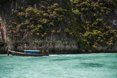 Thailand - Ko Phi Phi Leh (Cyrielle Beaubois) Tags: travel sea cliff water boat asia turquoise thalande clear southeast longtail 2015 kophiphileh adaman canoneos5dmarkii cyriellebeaubois