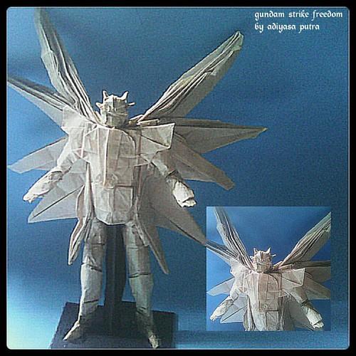 Model Akhir Dari Origami Gundam Strike Freedom Sekarang Tangannya Lebih Panjang Tapi Senjatanya Hilang T