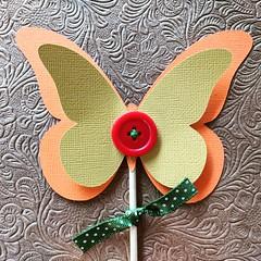 Topper Borboleta (Projetos em Papis :: BH :: Brasil) Tags: topper toppers butterfly borboleta caketopper topodebolo partydecor party festa festainfantil simplicidade delicadeza bailaletra