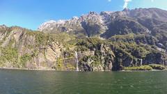 393 - Paroies et cascades de Milford Sound