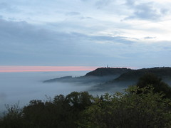 surgissant de la brume , comme la proue d'un bateau (fidber) Tags: sion saintois collineinspire automne brume