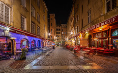 Rue du Boeuf (Stphane Slo) Tags: architecture france lyon paysage pentax pentaxk3ii placeduboeuf rhne rhnealpes bouchons bouchonslyonnais city gastronomie landscape longexposure night nightlights nuit poselongue quartier restaurants sigma1020f456 urban urbanlandscape ville