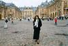 Robin at the Palace of Versailles (Snap Man) Tags: 2001 chateaudeversailles france palaceofversailles robinkanouse versailles byklk îledefrance