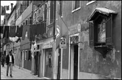 La Ricerca (Jordi Aragon) Tags: nikonf801 nikkor50mmf14d kodaktrix rodinal 150 5secagitationperminute filmrocks 20ºc 12minutes venezia italia
