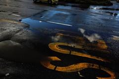 Quando smette di piovere (]alice[) Tags: bus busstop fermatadelbus autobus autobs strada calle rue road street asfalto paradadelautobs tarmac asphalt blacktop