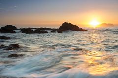 海中金(DSC_5522) (nans0410(busy)) Tags: taiwan yilan toucheng waiao beach sunrise dawn wave scenery outdoors northeastcoast sun reflection 台灣 宜蘭縣 頭城鎮 外澳 晨曦 日出 陽光 倒映 映射 海浪 浪絲 龜山島
