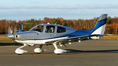 Cirrus SR22T N53LG (BIKEPILOT) Tags: blackbushe eglk airport airfield aerodrome aircraft aeroplane aviation flying hampshire uk greatbritain cirrus sr22t n53lg grey blue white propblur