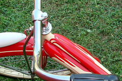 "C08509 (BarneyGoogle99) Tags: red 1948 bicycle stand tank balloon ivory tire chrome spitfire brake pedals handlebar horn schwinn coaster juvenile rods 1949 saddle dx truss grips bendix troxel 20"" mesinger"