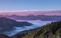 Amanecer en el Sueve (Urugallu) Tags: color luz sol canon asturias cielo nubes niebla colunga asturies sueve fitu mardenubes 70d joserodriguez principadodeasturias urugallu