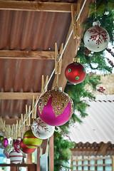 Decorando ando (Angela MGM) Tags: christmas navidad luces bolas juegolvm merryclick
