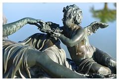 Amour versaillais 1 (Photocg) Tags: parterredeau chateaudeversailles bassin bronze angelot sculpture