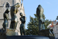Gent_5_Fontaine des agenouills_George Minne_IMG_9734 (Hlne (HLB)) Tags: ghent gent gand belgique belgi europe minne scuplture fontaine agenouills george bron geknielden europa art personnes outdoor dehors city center statue statues statuen
