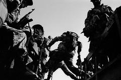 Бойцы Северного Альянса перед выездом на линию фронта. Дашт-э-Калы. Афганистан. 2001 года. (warshistory) Tags: asianotherasianorigin asiatiquedirandeturquiedasiecentrale battle camion camouflage combat extérieur exterior fusil homme18à25ans homme25à45ans imagetoosmall jump lorry lowangleshot man18to25years man25to45years nofaces processed rifle rucksack sacàdos saut soldat soldierarmy takhar transportdetroupes trooptransport uniform uniforme vuecontreplongée afghanistan