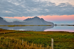 Icelandic Fences - HFF (Sizun Eye) Tags: hff fence lake mountain iceland islande clôture landscape paysage höfn europedunord northerneurope sizuneye tamron2470mmf28 nikond750 pasture fields paturage champs meadow grassland pré prairie fencefriday