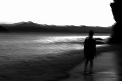 Mi misin es darte una exposicin de la trascendencia de, yo soy uno contigo, con Dios, con el mundo y punto. (DAVOHERN) Tags: mar naturaleza playa oceano pacifico ocean pacific meditacion mxico amamaner opuesta meditar weed meditation man walk caminar walking suerreal surrealismo oposicin oleaje blanco y negro blanck wuite white bw hombre people paisaje surrealism beach