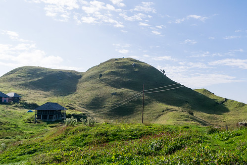 Hillock in front of the Prashar Lake