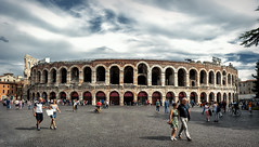 Arena di Verona (R.o.b.e.r.t.o.) Tags: sky people italy clouds italia nuvole gente unesco worldheritagesite verona cielo veneto romanamphitheatre anfiteatroromano patrimoniodellumanit nikond700 nikkor2470