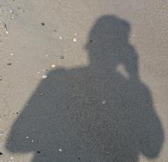 PA201406 Selfie on the beach.jpg (JorunT) Tags: oktober strand hellas hst selfie 2015 skygger aktisalonikiou