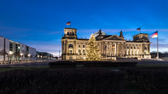 Reichstag Berlin - Christmas Edition (Zerletti) Tags: christmas xmas morning winter sky tree berlin sunrise germany deutschland lights christmastree reichstag bluehour niko d610 nikond610 governmantdistrict