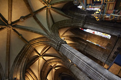 Inside Glasgow cathedral (55) (dddoc1965) Tags: dddoc davidcameronpaisleyphotographer glasgow cathedral necropolis landmark scotland october 7th 2016 cloudy precinct autumn yellow trees windows ceiling stone arcitech flags kenny game thrones