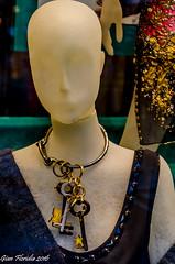 Prada presenta i gioielli per la prossima stagione (Gian Floridia) Tags: galleriavemanueleii milano prada chiavi fashion ferramenta gioielli moda settimana vetrina week