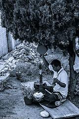 Rezando (raperol) Tags: airelibre robados retrato blancoynegro bn calle street 2012 50d gente kathmandu nepal portrait travel viaje