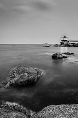 Camino en el Mar (Damin Chiappe) Tags: asia coreadelsur sokcho mar paisaje roca largaexposicin blancoynegro sea landscape rock longexposure blackandwhite