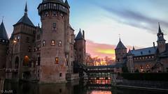 Kasteel de Haar (Ramireziblog) Tags: kasteel de haar haarzuilens fair christmas castle netherlands sunset zonsondergang avond evening