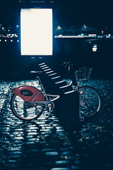 119/365 (alex bo.) Tags: bike bicloo nantes france vélo urban city cityscape light lights night street 365 365project nikon nikond90 50mm