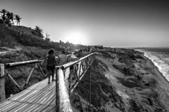 Entardecer em Canoa Quebrada (felipe sahd) Tags: sunset entardecer beach praia canoaquebrada cear brasil litoralnordestino nordeste oceanoatlntico pessoas 123bw noiretblanc