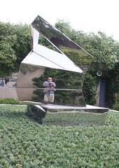 Hirshhorn Museum and Sculpture Garden (ktmqi) Tags: artmuseum beverlypepper hirshhornmuseumandsculpturegarden