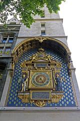 Tour de l'Horloge (Américo Aperta) Tags: paris france tower clock europa europe raw torre eu frança clocktower f horloge relógio ue conciergerie tourdelhorloge quaidelhorloge 5photosaday torredorelógio boulevarddupalais panasonicdmcgf1 américoaperta p1110665